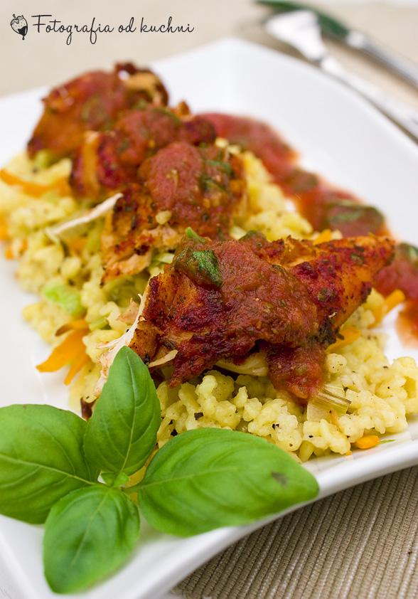 Kurczak pieczony z sosem pomidorowym i zacierkami
