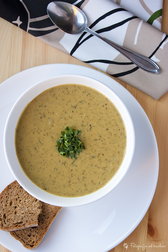 Zupa fasolowo czosnkowa
