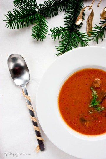 Świąteczna zupa grzybowo pomidorowa