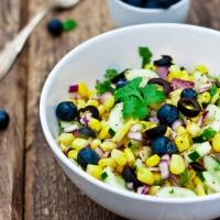Sałatka na grilla z kukurydzą