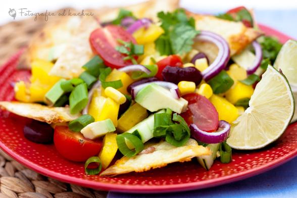 Sałatka meksykańska z grilowanymi nachos