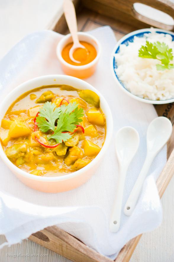 Wegetariańskie curry z ziemniakami i bobem